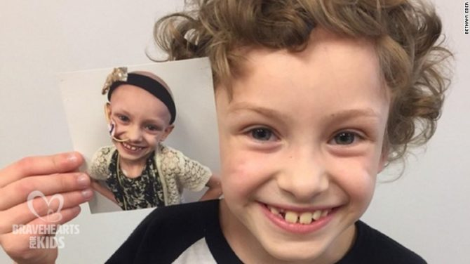 #BRAVEKID (CNN)This 7-year-old's last-day-of-school photo is melting hearts for more than that adorable smile.